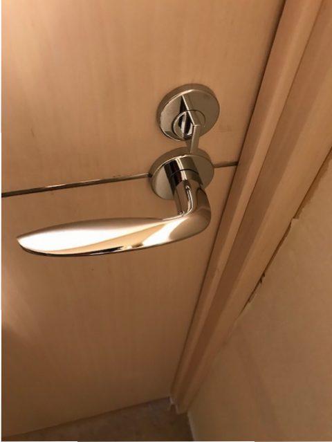 カワジュントイレレバー新規交換シルバー色レバーへの交換 室内側