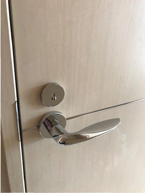 カワジュントイレレバー新規交換シルバー色レバーへの交換 室外側